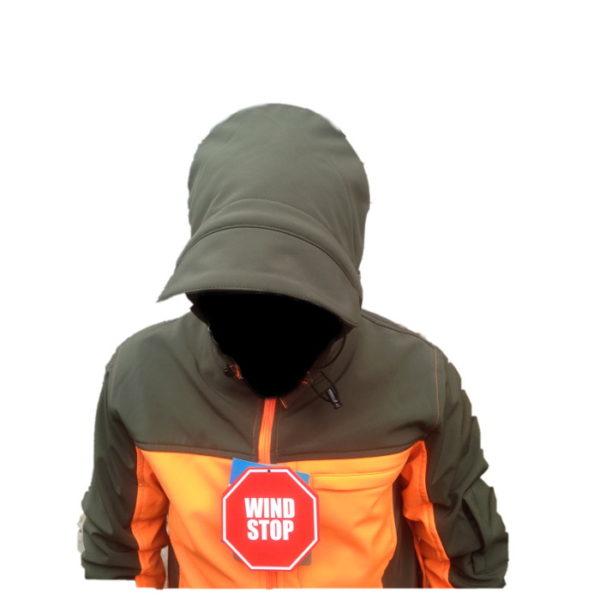 giacca softshell antivento dettaglio cappuccio con visiera