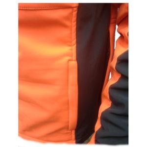 giacca softshell antivento dettaglio tasche frontali per le mani con protezione pioggia