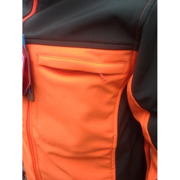 giacca softshell antivento dettaglio tasca porta documenti