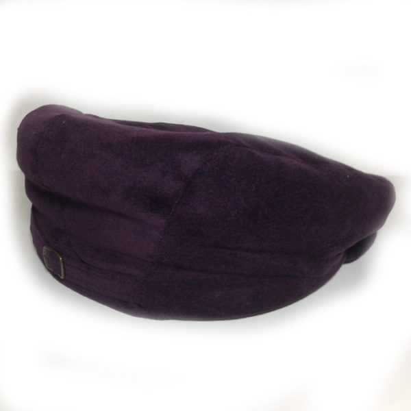 cappello tipico sardo in velluto viola realizzato dal berrettificio giovanni demurtas