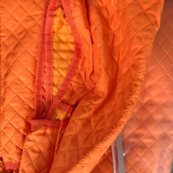 copridivano trapuntato in color arancione