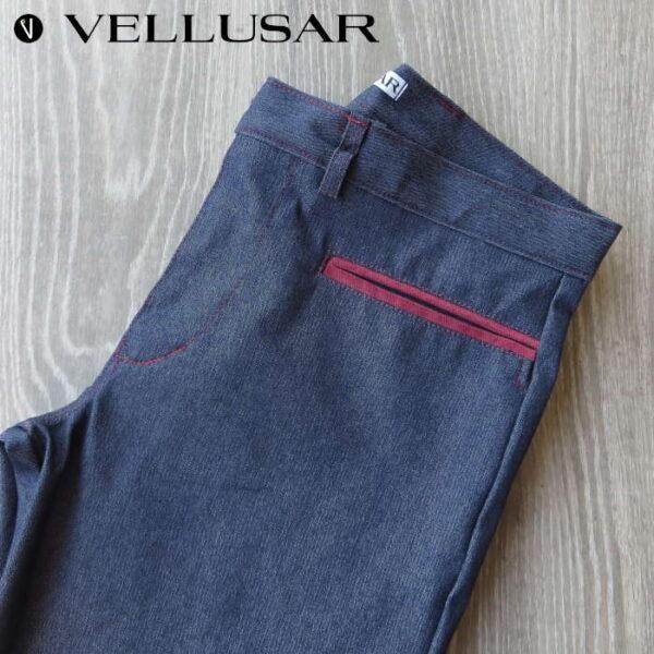 pantalone in tessuto jeans sardo di colore blu con tasca a doppio filetto rosso